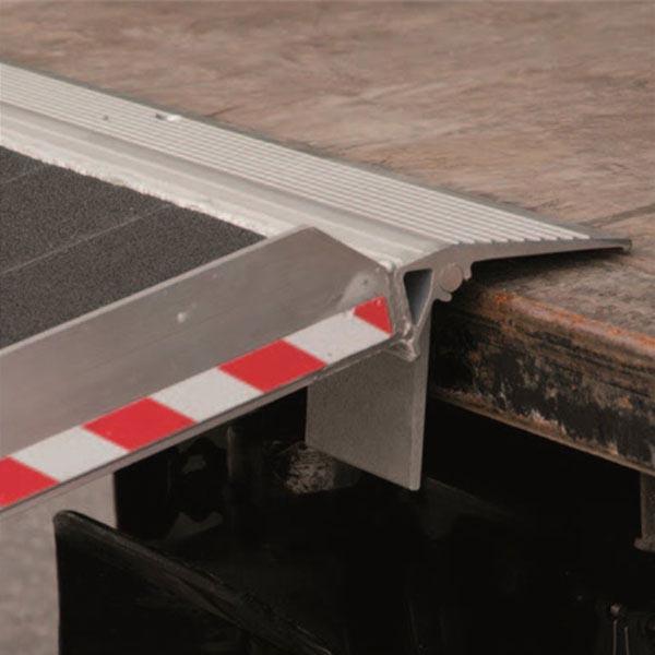 Rampe amovible en aluminium avec rebords de 45mm