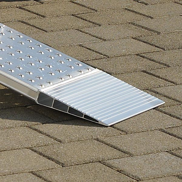 Paire de rails de chargement en alu (Longueur=2450mm / largeur utile=200mm)
