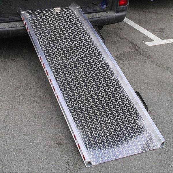 Rampe d'accès amovible repliable en alu damier (L=2480mm x l=640mm)