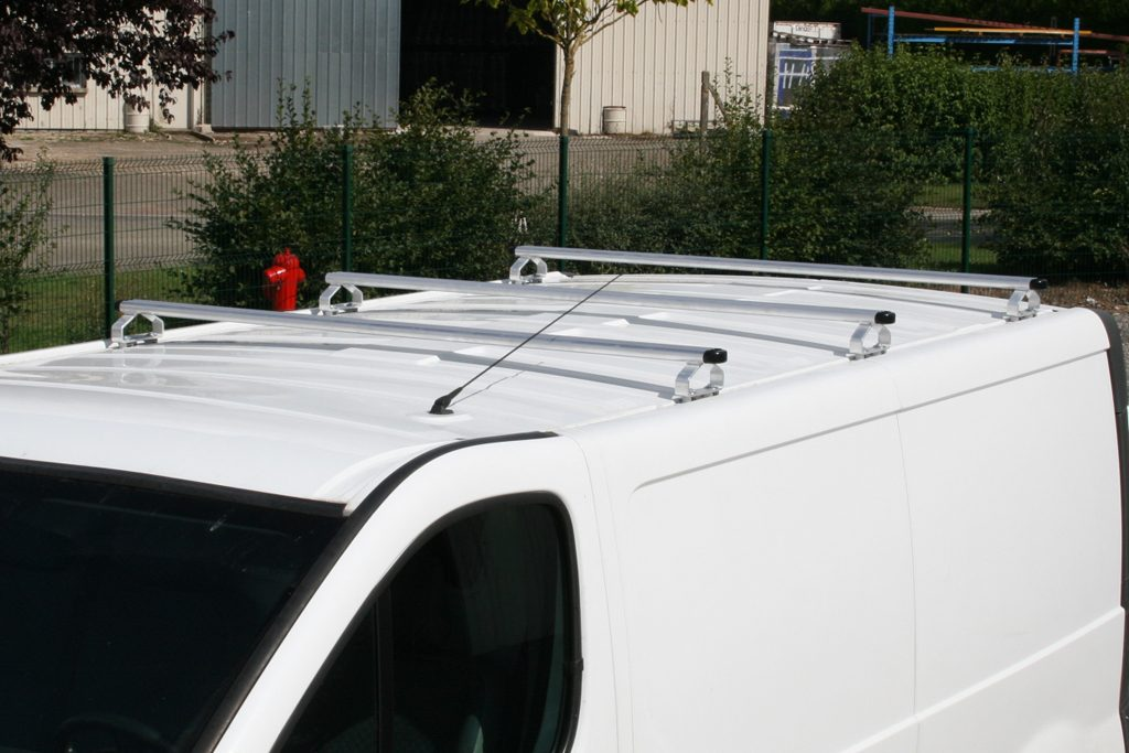 Barres de toit sur Renault Trafic 2001