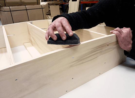 ponçage étagère bois pour fourgon